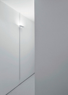Dovunque has been designed to give the possibility to place a wall lamp wherever you like.<br /> Starting from an electrical socket …
