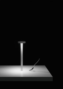 Table LED lamp with magnetic base