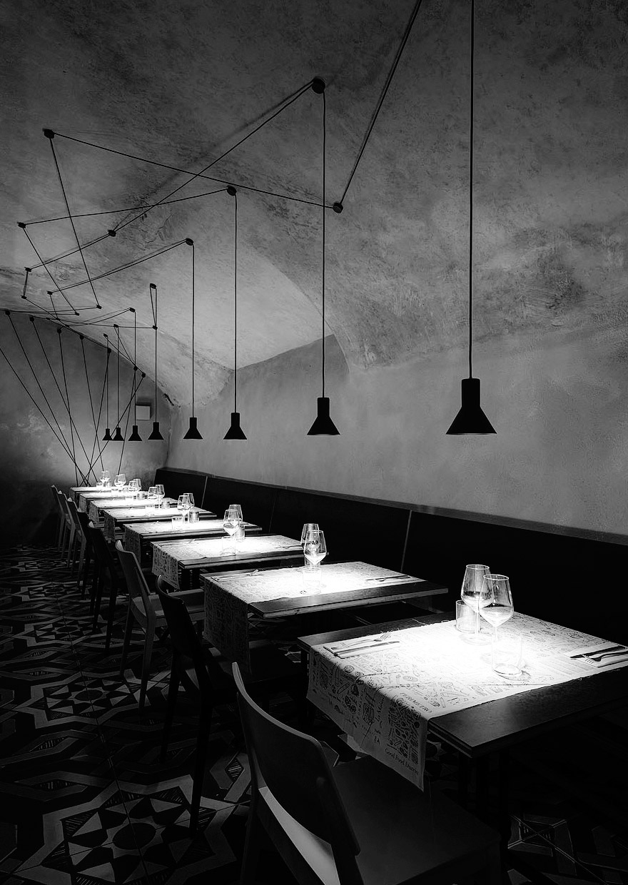 Restaurant Perimetro - suspension lamp NEURO davide groppi